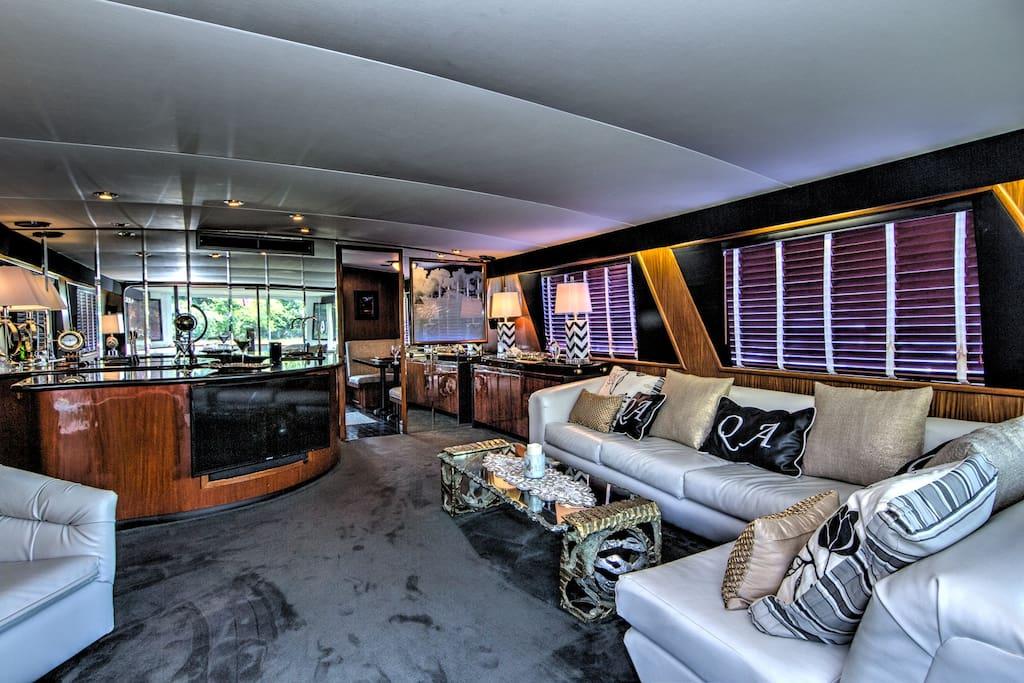 2nd Deck Salon