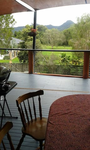 Room at Home away from Home - Mullumbimby - House