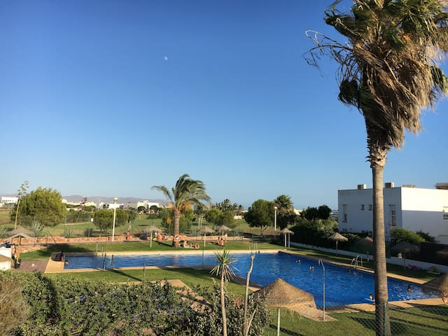 Close to beach, golf,  pool and your own terrace - Almeria - Pis