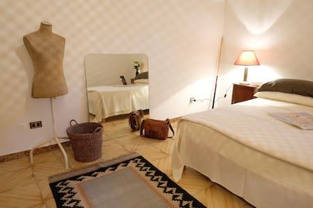 Villa Raffaella - camera matrimoniale - Matera - Villa