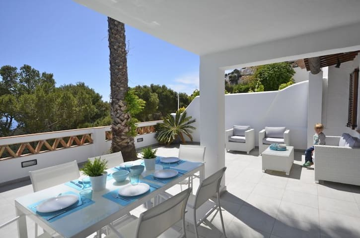 Bright and airy charming terraced house with fantastic sea views, 1.5km  from the beach in - Begur - Haus