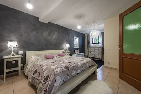 Stylish Apt Close to Siena - Monteriggioni - Apartment