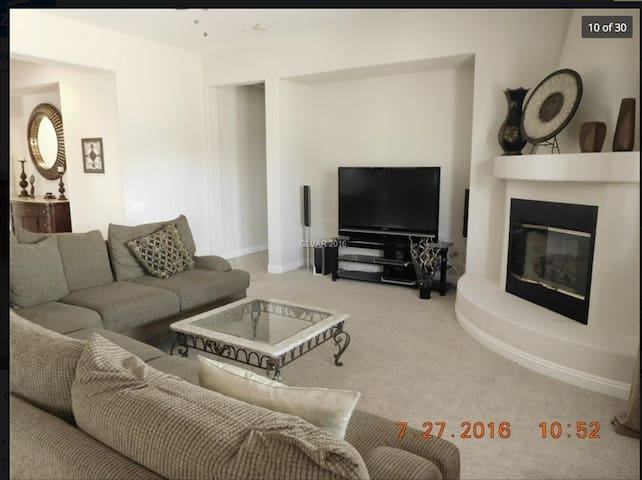 Enjoy this quiet one bedroom and private bath - North Las Vegas - Dom
