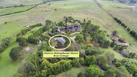 Historic Bishopthorpe Manor's Rose Cottage -Room 2