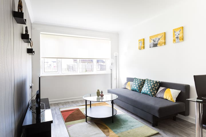 Modern 2Bed Apartment Up To 6 People In Quite Area