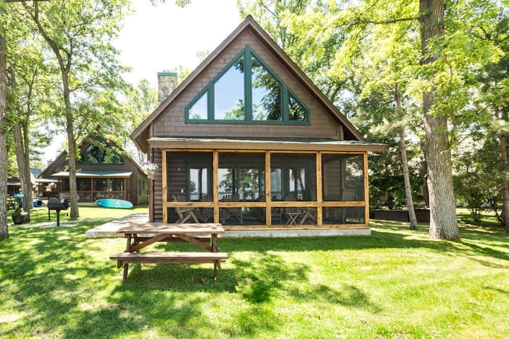 Lakefront 3BR/3BA Gull Haven cabin with views of beautiful Gull Lake-Nisswa, NN