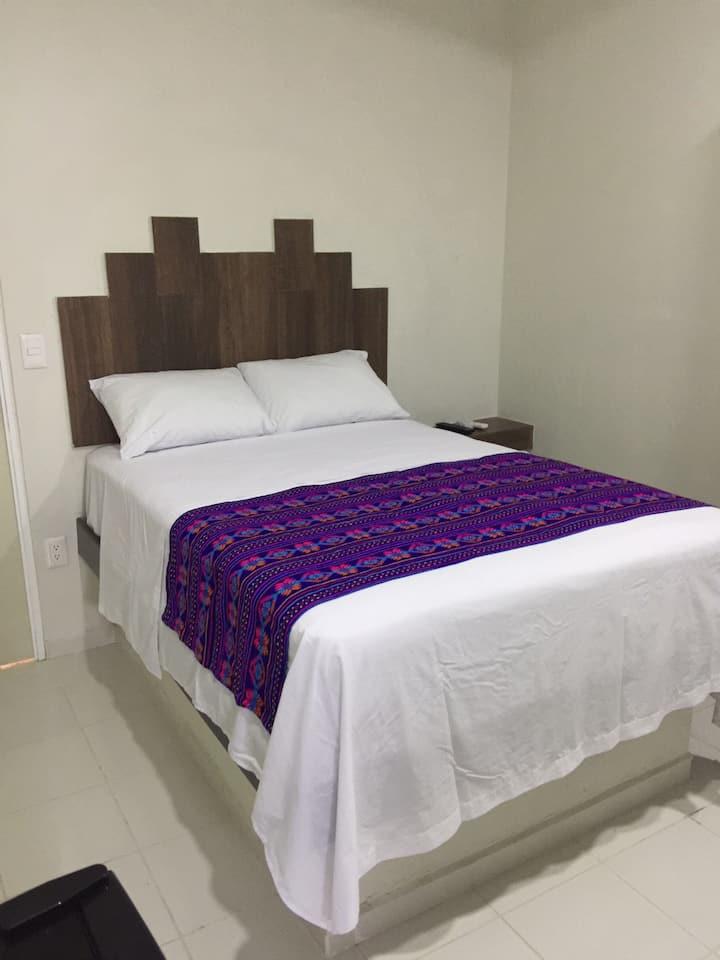 HOSTAL LEÓN, habitación privada DON PANCHO