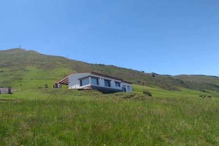 Casa en la Quebradita. Zona/Vista exclusiva Tafí.