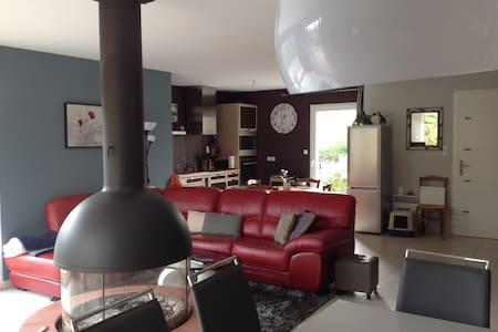 La petite maison fleurie - Neuillé