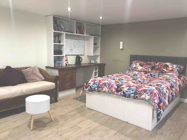 Wasti Guest House Suite, Near Heathrow Airport