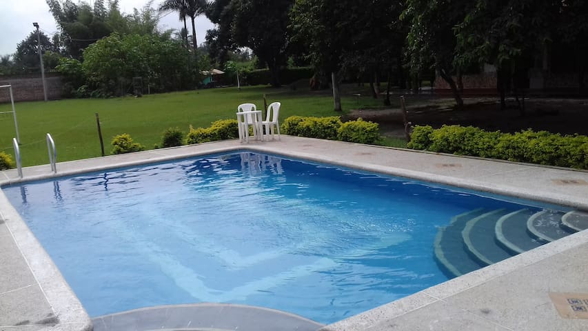Finca a las afueras de Cali. Pool and big rooms - Candelaria - Villa