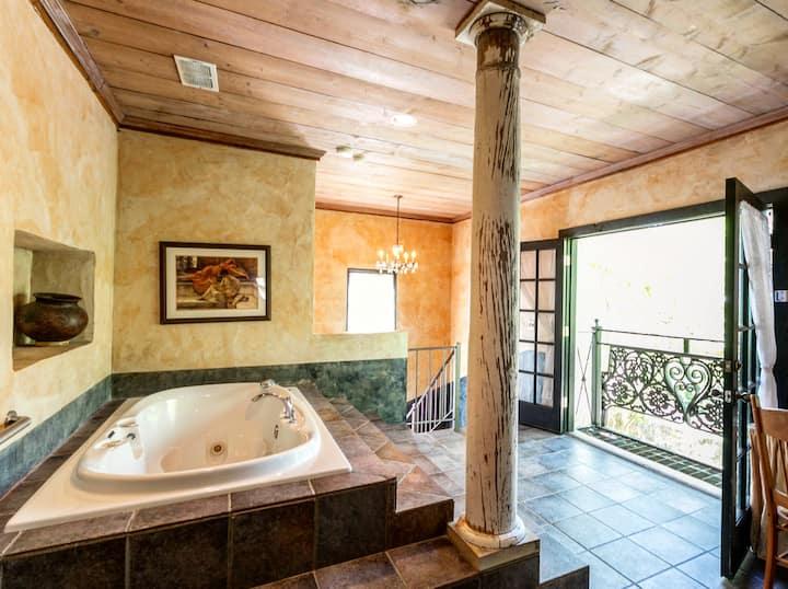 El Jefe's Casa | Extraordinary 2-story Suite