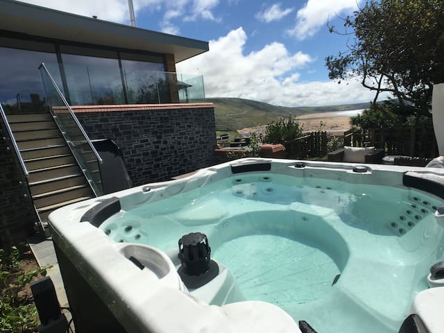 The Lookout, Parade House has it's own private terrace with amazing views and 6 person hot tub.