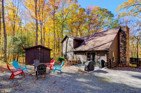 Woodland cabin w/ private hot tub, firepit, foosball table & nearby lake access!