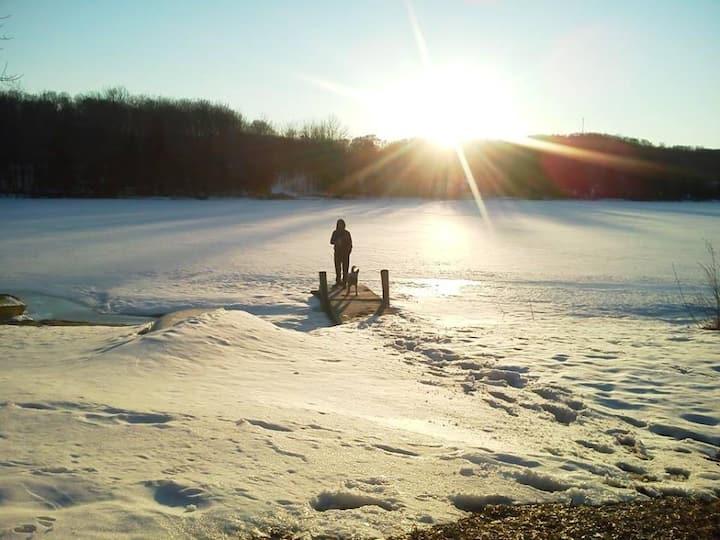 Social Distance: Private, Modern, Warm Lake House!
