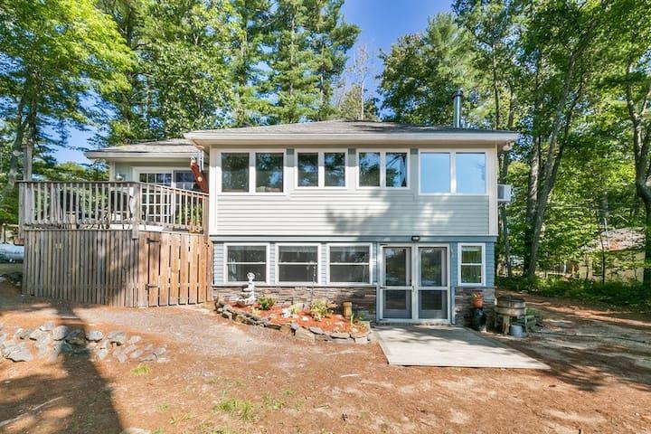 Peaceful Lakeside Maine Retreat