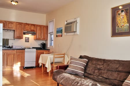 #3 Classic 3BD Near Airport and 'T' to Downtown - Boston - Apartment