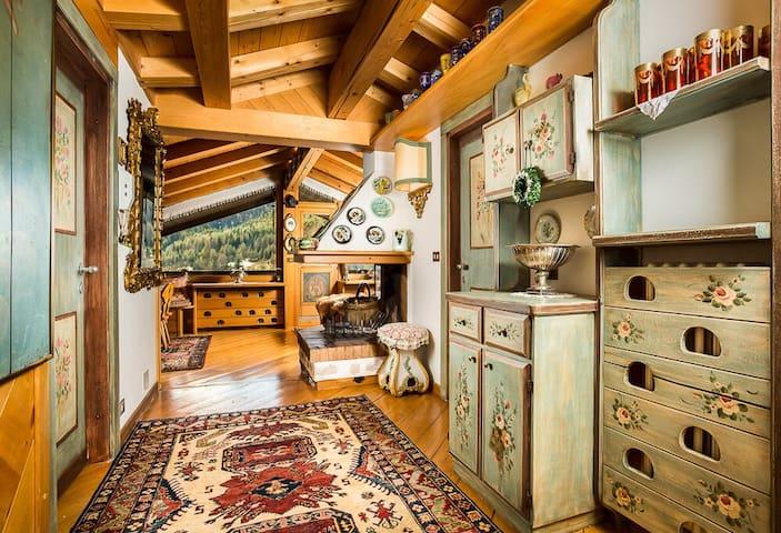 Elegante attico con splendida vista sulle montagne