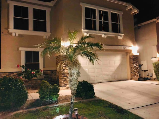 Quiet and safe place to stay ! In Litchfield Park