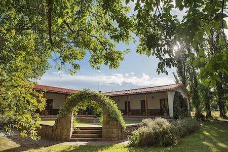 "Casa de Campo ""La Finca"" Romero Familiar"