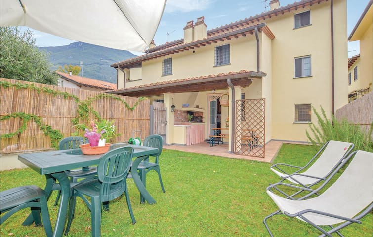 Terraced house with 3 bedrooms on 120m² in Camaiore -LU-