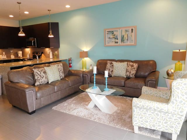Superb 3 bed 3 bath home with private splash pool