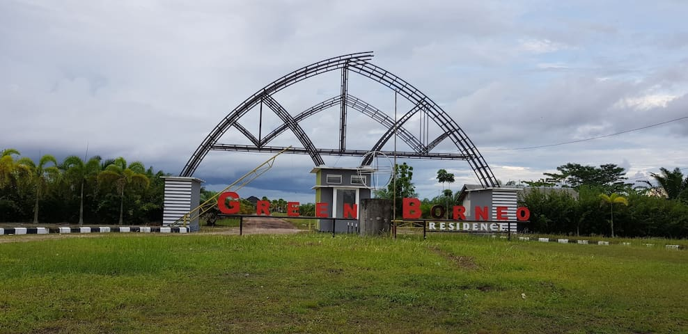 Gerbang Masuk Perumahan Green Borneo Residence