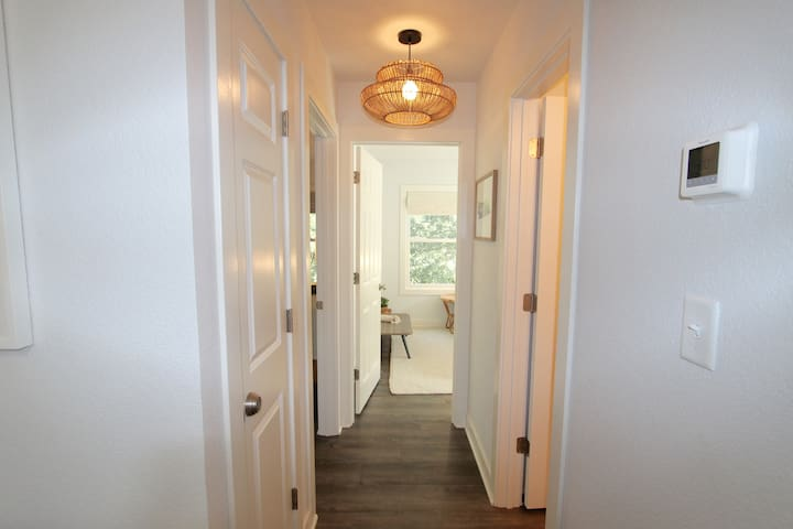 Hall to Bedrooms/Bath