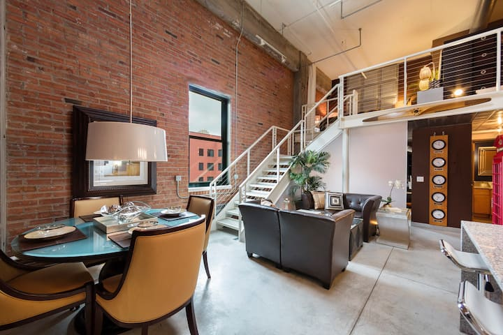 Mill District PENTHOUSE Loft: 1 Block From Stadium