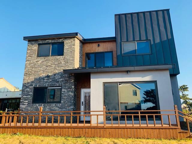 Villas for large families  near Aewolhaean-ro