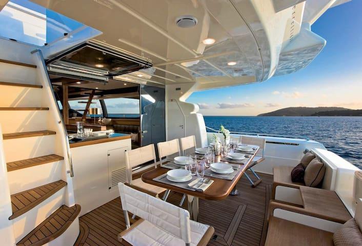 Yacht FERRETTI630 Three bed room - Singapur - Barco