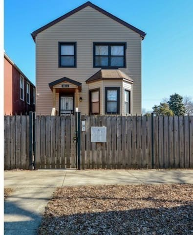 2 bedroom Southside Gem with cozy charm