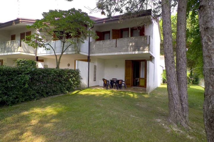 apt for 3+2 persons with a/c in Bibione R68796