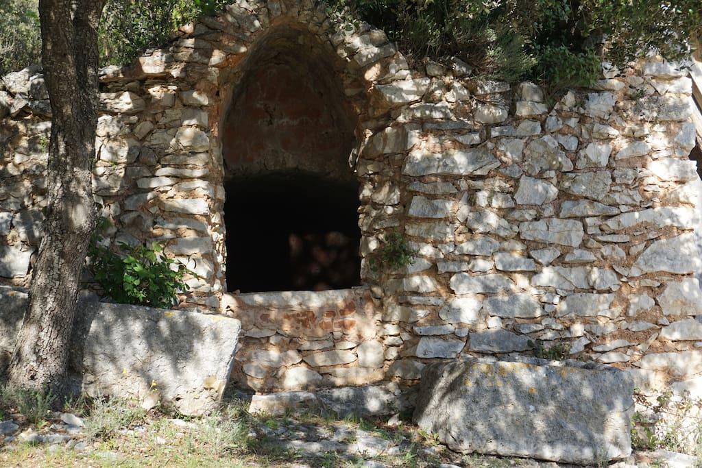 Les Lavandes  Mazet La Calade l'Aiguier Provençal au fond du jardin