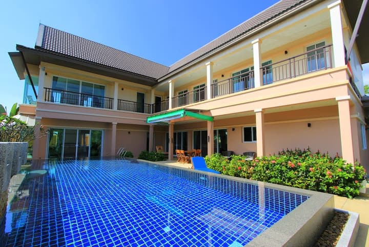 Luxury 4 bedrooms Rawai villa