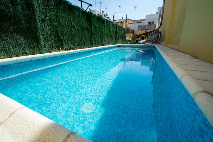 Aire: House in Calella center with private pool