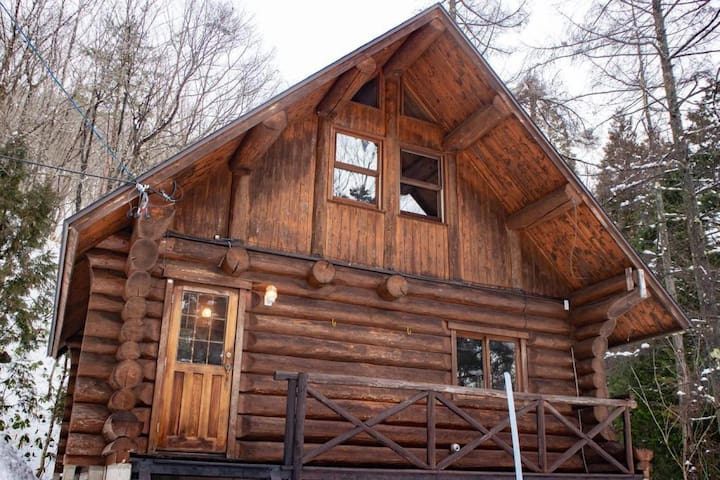 The log house in the forest! Cottage B (5 pax)