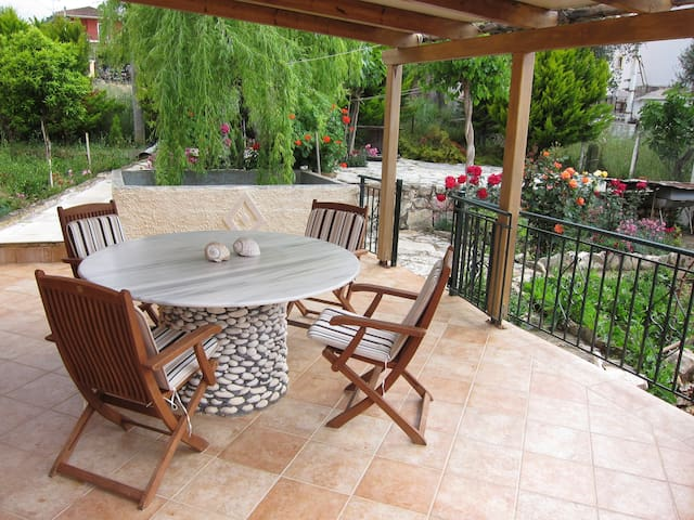 Traditional 2bedroom private house - Karavomilos - Casa