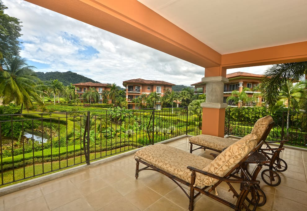 Terrace to relax and enjoy the tranquility.