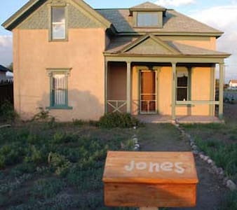 Indianna Jones Bed and Breakfast - Antonito