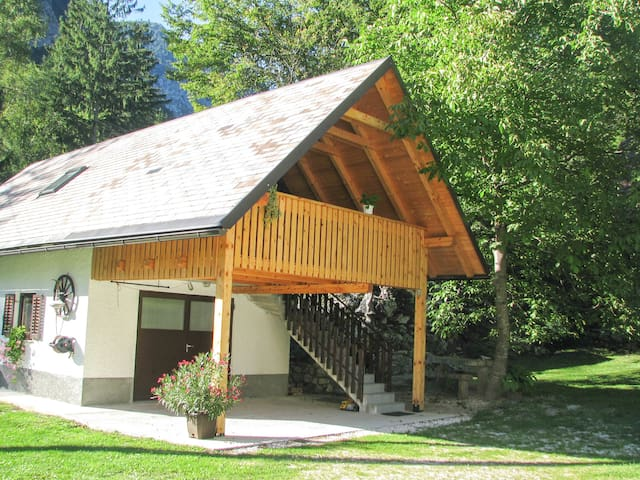 Little house Bor with terrace and Triglav views - Trenta - Apartment