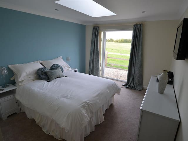 Double/twin bedded room - The Ridgeway
