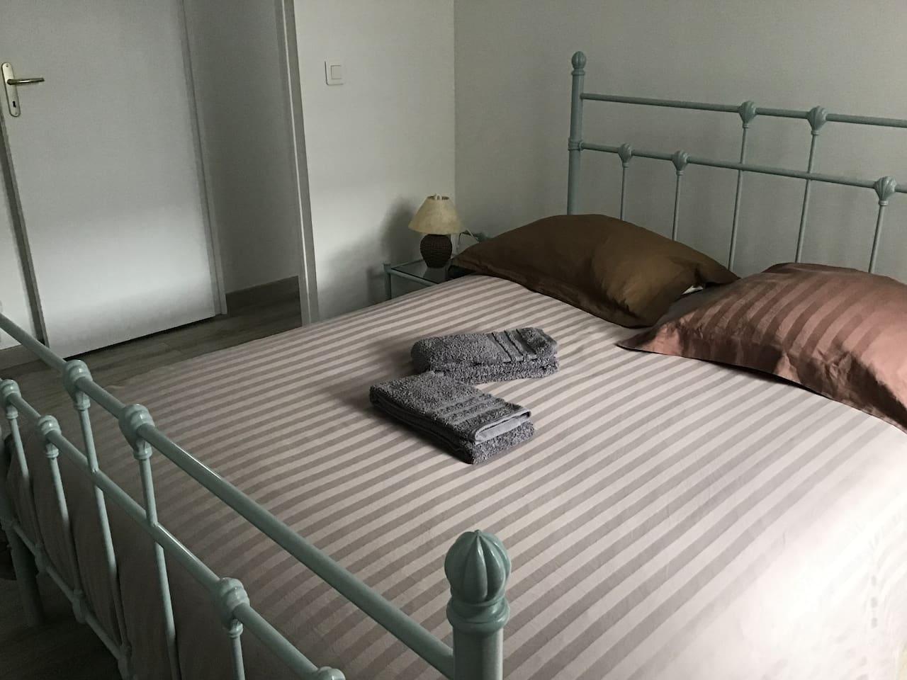 Votre Chambre Privée (Your Private Room)