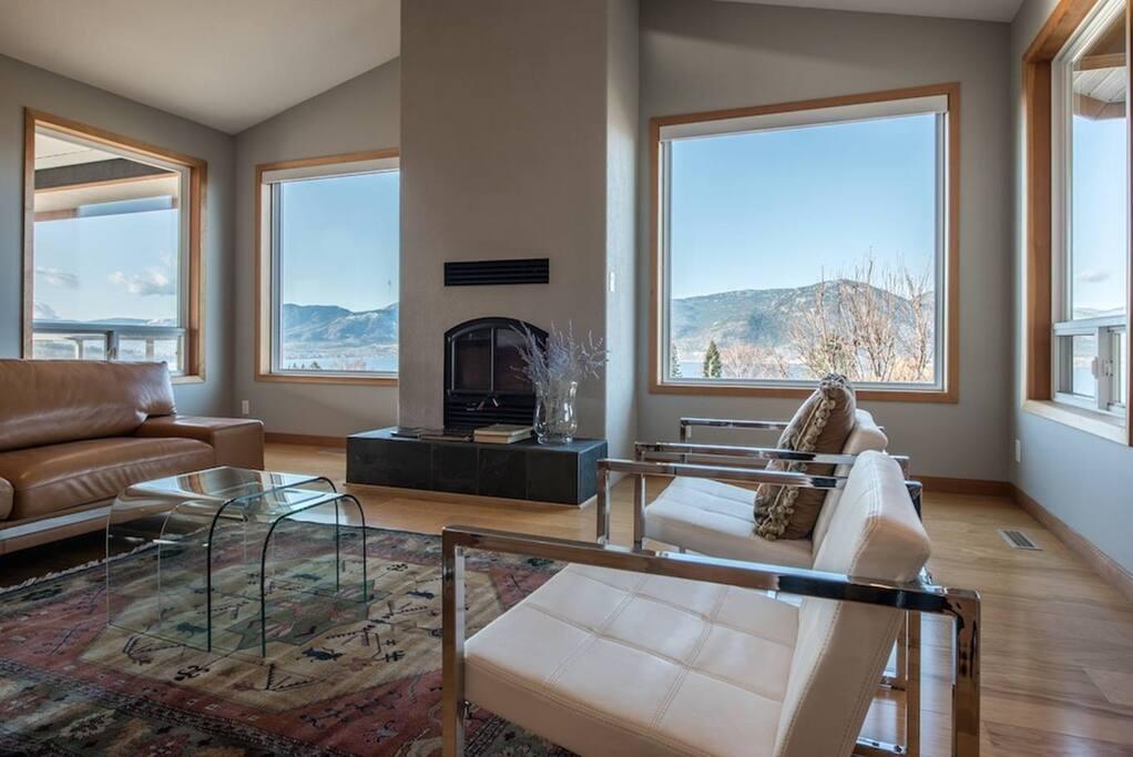 Spacious living room with amazing vistas