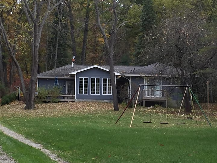 Higgins Lake Home on 1.25 acres w 100 ft frontage
