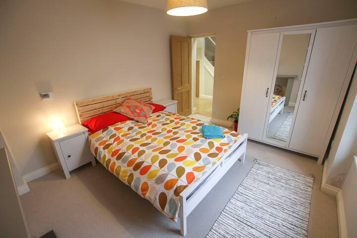 Modern Double Bedroom in Southville - Bristol - Haus