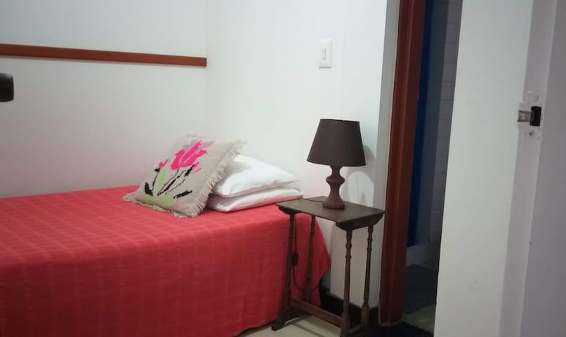 Habitación pequeña baño privado Álamos