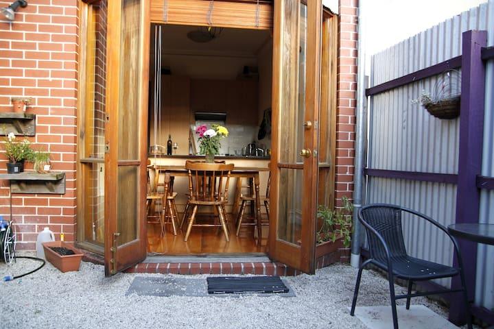 Cute terrace & cafes galore - Kensington - Hus