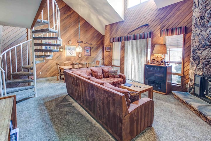 AC204 - Spiral Staircase in Mammoth - Mammoth Lakes - House
