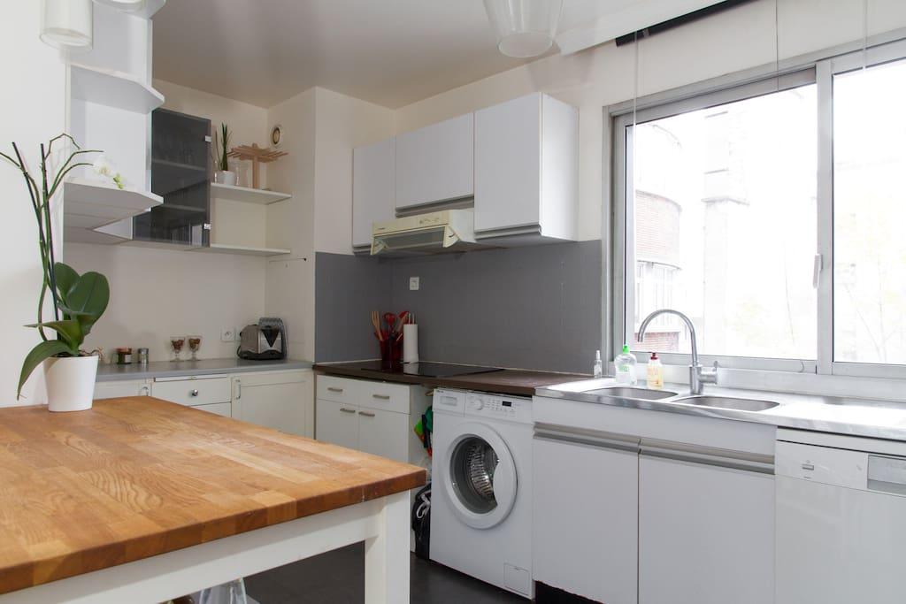 Cuisine équipée avec machines à laver linge et vaisselle - Fully equipped kitchen